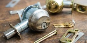 Riparare e aggiustare serrature e infissi